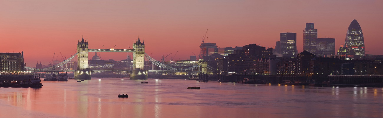 london-skyline-in-sunset
